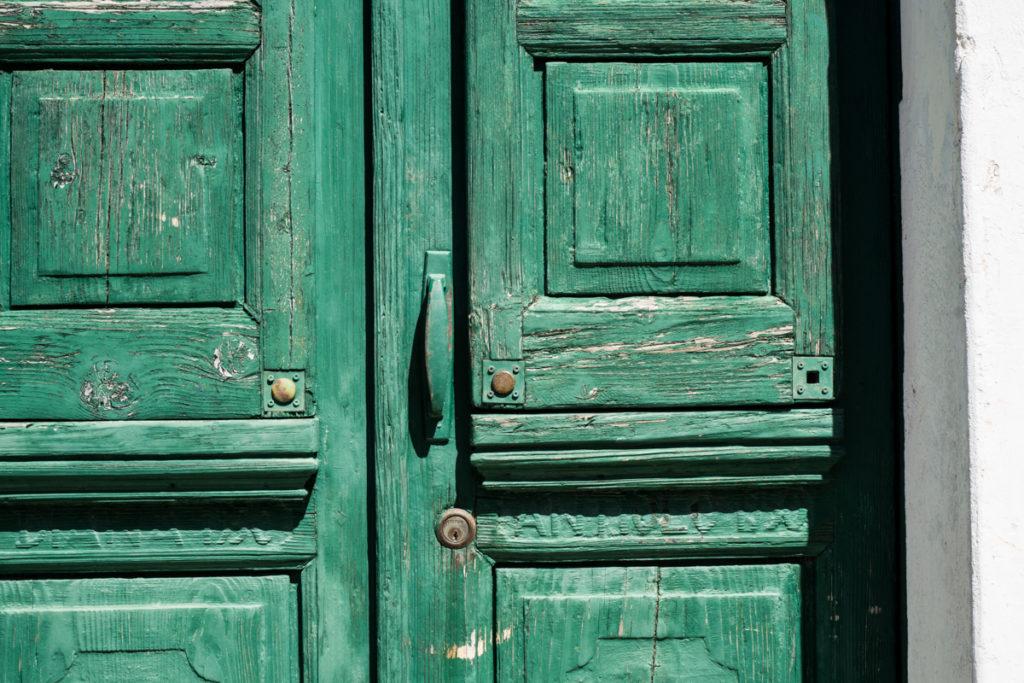 Dettaglio porta antica a Masainas